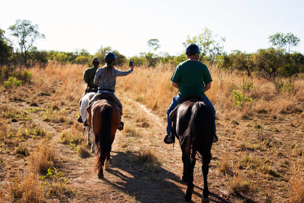 SafariPlains-horseback-1